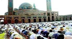 Juma-Prayer-in-Bahria-Town-Lahore-Masjid
