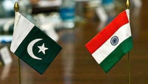 438056_246532_pak-india-flags_updates.jpg