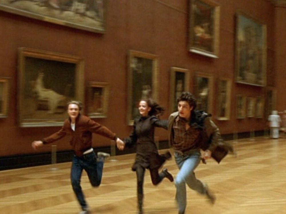 dreamers-2004-005-trio-louvre-run_1000x750